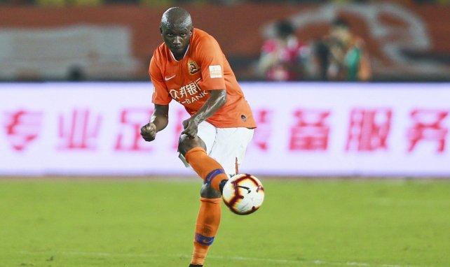 Stéphane Mbia sous le maillot de Wuhan