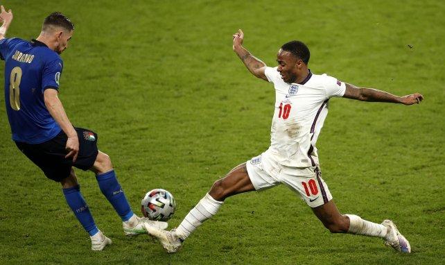 Raheem Sterling à la lutte avec Jorginho