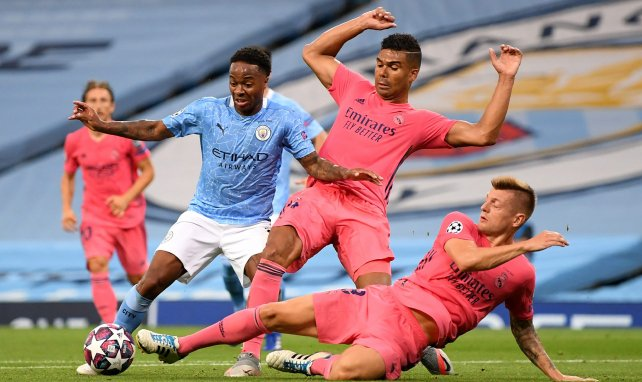 Manchester City : Raheem Sterling enfile son costume d'agent