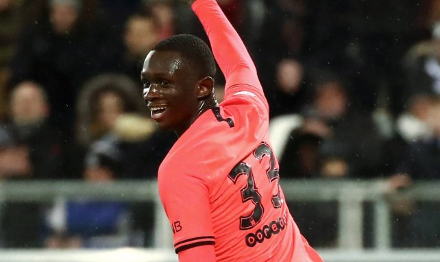 Tanguy Kouassi célèbre un but avec le PSG