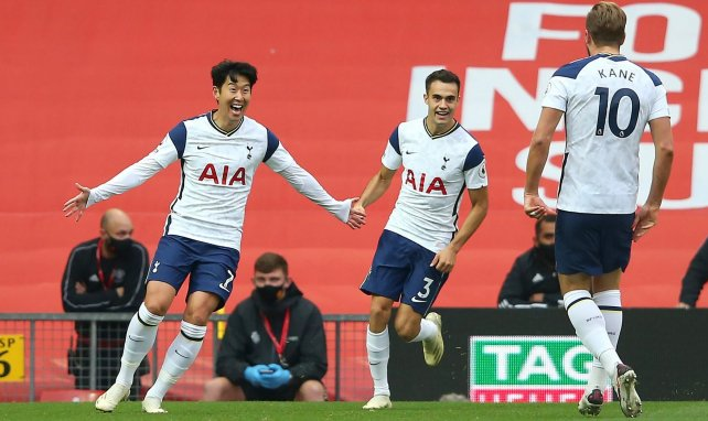Heung-Min Son, Sergio Reguilon et Harry Kane célèbrent face à Manchester United