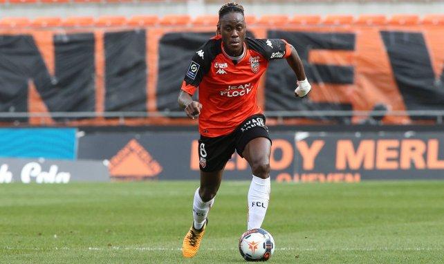 Trevoh Chalobah en action avec le FC Lorient
