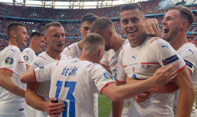 Les Tchèques célèbrent le but de Tomáš Holeš