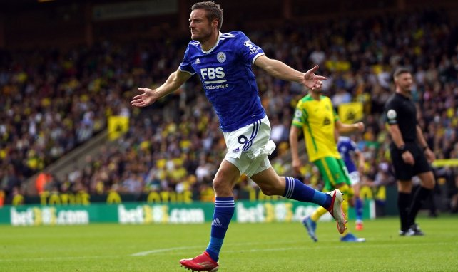 Jamie Vardy célèbre un but contre Norwich avec Leicester en Premier League