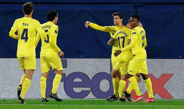 Los jugadores del Villarreal celebran un gol ante el Dinamo Zagreb