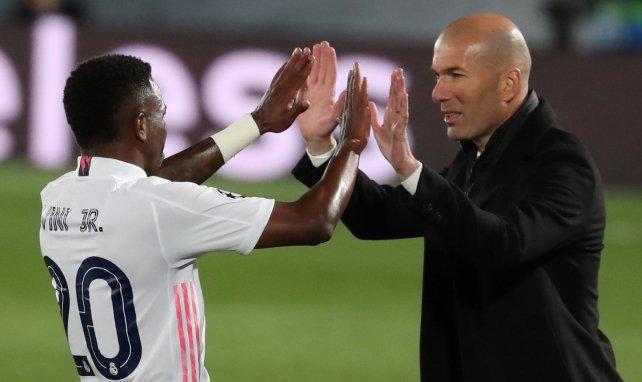 Vinicus Junior félicité par Zinedine Zidane