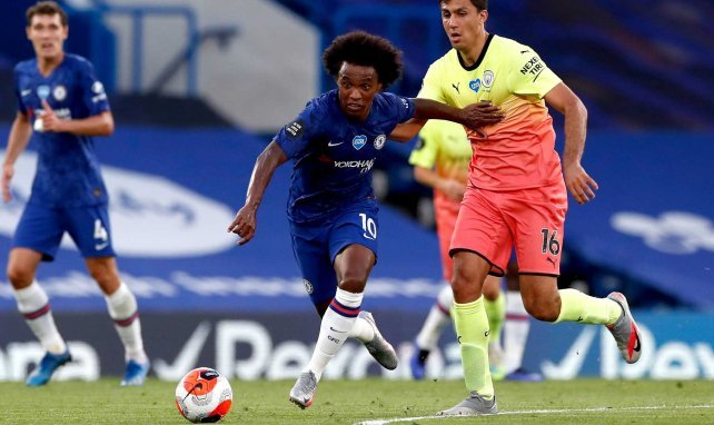 Willian face à Rodri