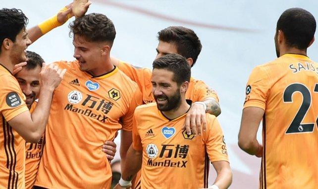 Les joueurs de Wolverhampton fêtent un but