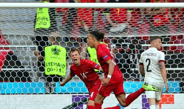 Yussuf Poulsen ouvre le score pour le Danemark face à la Belgique